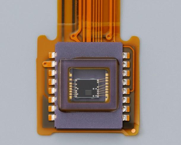 Nikon_D3300_vs_D3200_vs_D3100_D3300_RGB_sensor
