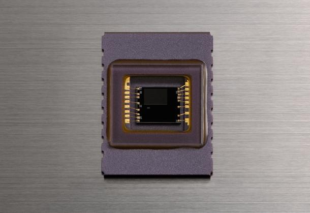 Nikon_D5300_vs_D5100_vs_D5200_D5300_RGB_sensor